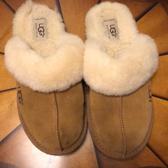 7df9196d6e6 Kids Ugg slipper size 3
